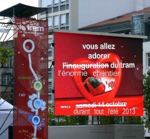 L'énorme chantier sur la ligne du tramway tout l'été 2013 non-stop jour et nuit. dans La politique de Clermont-Ferrand tram_pub-chantier-2013-3-300x279